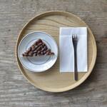 ディアンドデパートメント - 京都で食べられている季節の甘味も、季節限定で提供しております。写真は、6月の水無月。