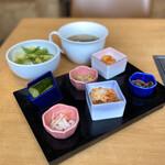 かわちどん - 前菜盛り合わせ、サラダ、ご飯、スープ