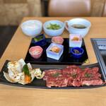 かわちどん - KAWACHIDON BEEF LUNCH(上カルビ、かいのみ焼き、上はらみ、焼き野菜盛り)、前菜盛り合わせ、サラダ、ご飯、スープ