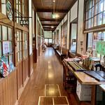 森のピザ工房 ルヴォワール - 懐かしい感じの廊下