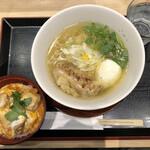 焼鳥 鳥せい - 「鶏ダシそば」850円に麺類注文限定の「親子丼ハーフ」500円