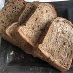 ブーランジェリー アモニエ - 五穀パン