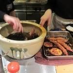 海老四天丼 那須ガーデンアウトレット店 - 揚げ立てを目の前で盛り付け。