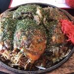 へんくう - 料理写真:肉玉そばダブル+大葉トッピング 850円
