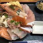 魚屋直営食堂 魚まる -