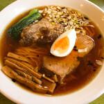 インディアン - おやじそば+カレーセット ¥1,300  おやじそばは醤油味ですが、見た目の醤油色の割りに味はマイルドでとても奥行きのある味。硬麺のオーダー忘れてしまい、今日も麺には心残りあるが、このスープは美味い。