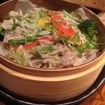 大地の台所 恵み - 黒豚と水菜の蒸篭(せいろ)蒸し