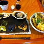 さつまや - 料理写真:前菜8種盛りと山菜の天ぷら蕎麦。これで\800とは衝撃のCPです!