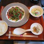 日本料理 芝桜 - 牛肉とピーマンの細切り炒めセット