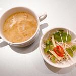 XYLONG - ランチのスープとサラダ