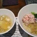 塩生姜らー麺専門店 MANNISH - スープはあっさり… 油そばは塩も生姜も効いてます!美味しい(〃∇〃)♡