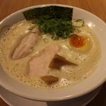 ヒキュウ - 料理写真:鶏白湯らーめん(750円、斜め上から)