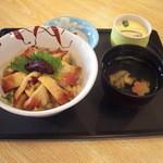 鮨大竹 - ほっきしぐれ丼。全体はこんな感じです