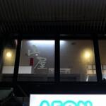 山屋 - (2020/3月)下から見た店の窓