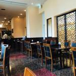 天府城 - 【130席ある店内】 先客は2組4名。