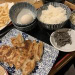 肉汁餃子と190円レモンサワー 難波のしんちゃん - つまみ餃子定食