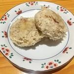 湖穂里 - まんじゅうの天ぷら!日光揚げゆばまんじゅうが美味しいのを知ってるので何の抵抗もありません。