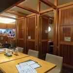 湖穂里 - コロナ渦の影響もあって殆どお客さん居ませんでした。奇麗な店内です。