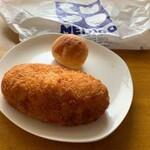 ベーカリーカフェ 明治堂 - 料理写真:カレーパン、チーズボール