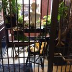 ボタニカルアイテムアンドカフェ シアン - ドアを開けると、また鉄格子のドアが!