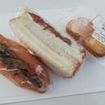 菓子工房クロンヌ - シュークリーム160円、サンドイッチ330円 うん?