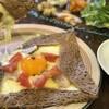 マ ブラッスリー プレフェレ - 料理写真:一番人気の自家製ハムとトマトのガレット