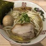 拉麺 大公 - コク塩らぁめん(880円)+半熟煮玉子(120円)