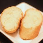130667120 - 牛ハラミの塊肉ステーキランチ(150g) 1380円 のパン