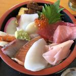 ゴチソウドコロカネハチ - 「海鮮丼」930円