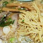 中華そば ますたに - 麺とチャーシュー、メンマ