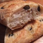 ラボ・フィセル - ブラックオリ-ブ・セミドライトマト・エダムチーズ
