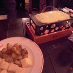cafe Brasserie Remi - ラクレット!【840円】すぐ冷めるし、パンとポテトじゃ寂しい。。