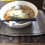 Taikaiken - ワンタン麺、950円。センターから外れました。