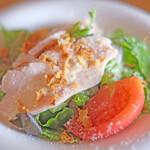 130683634 - ランチセット 1800円 の鶏むね肉のサラダ