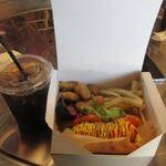 ハリウッド ガーデン - 料理写真:セットは何れも飲み物とポテト等のサイドメユーとのセットで1200円でした。