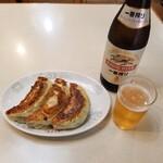 130698595 - 餃子(3個)と瓶ビール