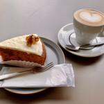 イキ エスプレッソ - キャロットケーキ&フラットホワイト
