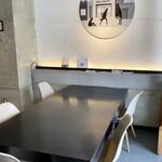 イキ エスプレッソ - 人気のない相席テーブル
