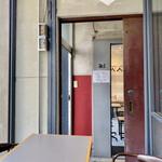 イキ エスプレッソ - 左側はテイクアウトの待機スペース