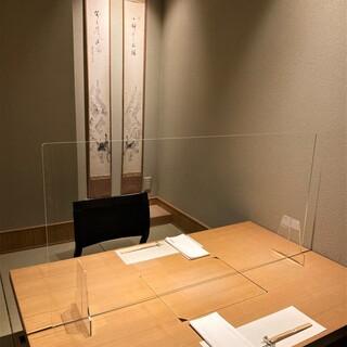 個室はアクリル板の設置で飛沫感染予防