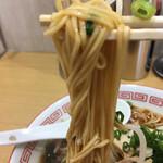 スター食堂 - 細く平打ちの細麺などが包まれると甘露!