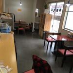 スター食堂 - 店内の様子です。まだ新しいから綺麗です