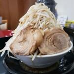 麺屋 とん嬉 - 料理写真:奥の水入れよりやや低め