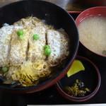 吉田屋 - カツ丼(みそ汁、お新香付):820円