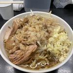夢を語れ - 料理写真:ラーメン900円。麺300g、ニンニクあり、野菜普通。