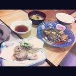 朝日亭 - 日替わり定食 メインは目板カレイの煮付け(5月某日)
