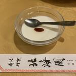 Hokkaien - R2.5  杏仁豆腐