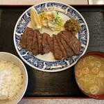 塩竈かき小屋 - 牛タン定食は特別割引で1000円です