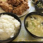 大福食堂 - ご飯ぎっしり!味噌汁具沢山! 小鉢はニラの卵とじ甘くて美味しい! 高菜漬けも美味しい!