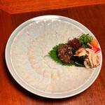ひろしま旬彩 鶴乃や本店 - おこぜの薄造りです。       ねっとりした身の食感と新鮮な肝の味わいが最高です‼️d(^_^o)